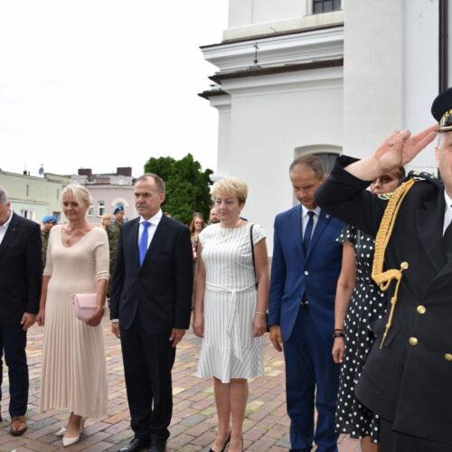 W hołdzie bohaterom Warszawy